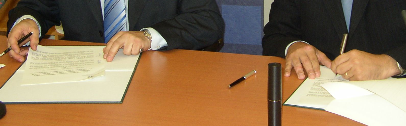 Foto firma del convenio